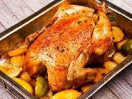 Пълнено пиле с кисели краставички, моркови и топено сирене печено под фолио на фурна